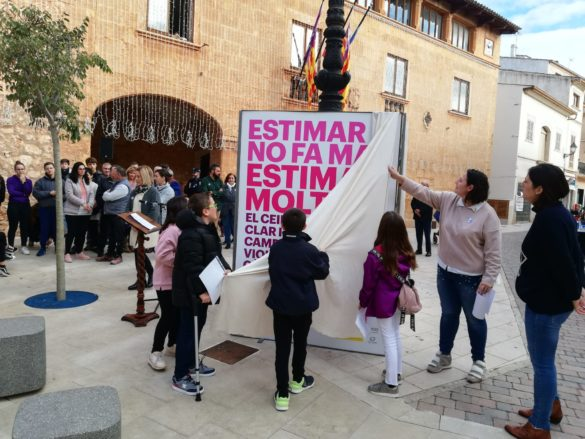 Campos reacciona contra la violència de gènere