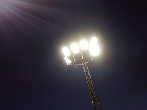 La nova il·luminació del camp de gespa redueix el consum energètic a més de la meitat